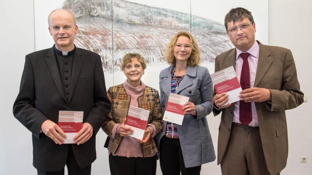 Bischof Franz-Josef Overbeck, Eva Senghaas-Knobloch, Tine Stein und Reiner Anselm