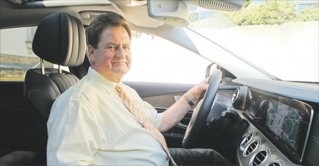 Fahrer, Landeskirchenamt, Auto, Chauffeur, Dienstwagen