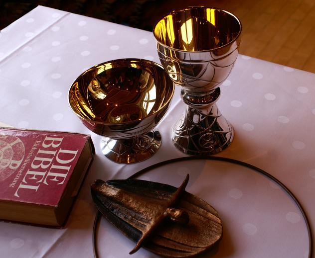 Abendmahl Kelch Hostie Bibel