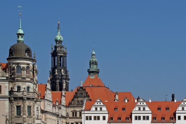 Kreuzkirche Dresden (Turm in der Mitte)