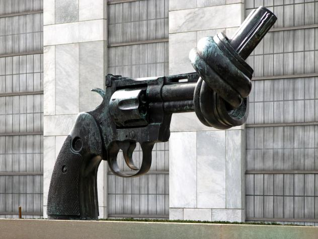 Pistole mit Knoten im Lauf