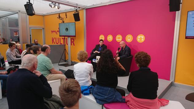 SONNTAG-Redakteur Olaf Schmidt, Moderator Ulf Heise