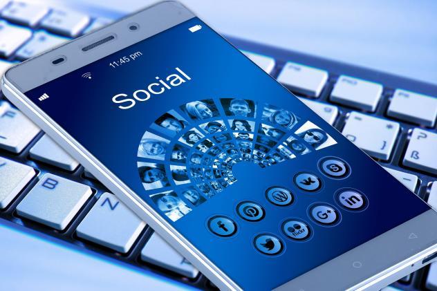 Smartphone, Kommunikation, Erzbischof