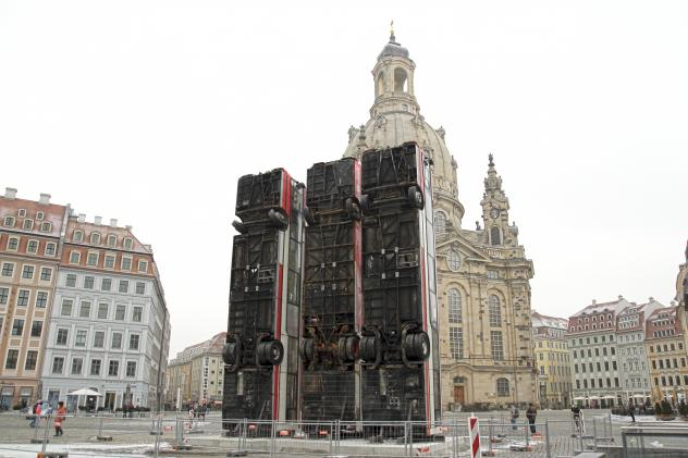 Installation Monument von Manaf Halbouni