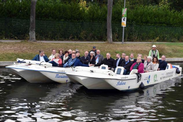 Die Teilnehmer bei einer Bootstour durch Leipzig © Wolfgang Zeyen