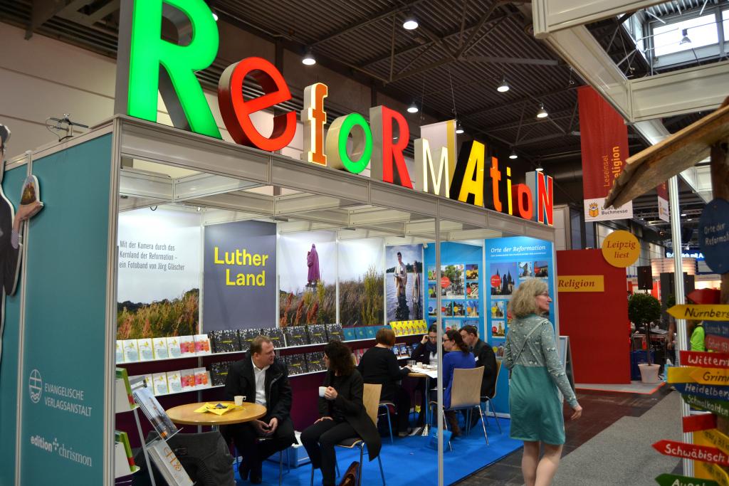 Am Stand der Evangelischen Verlagsanstalt in Halle 3 A206/207  gibt es den aktuellen SONNTAG.