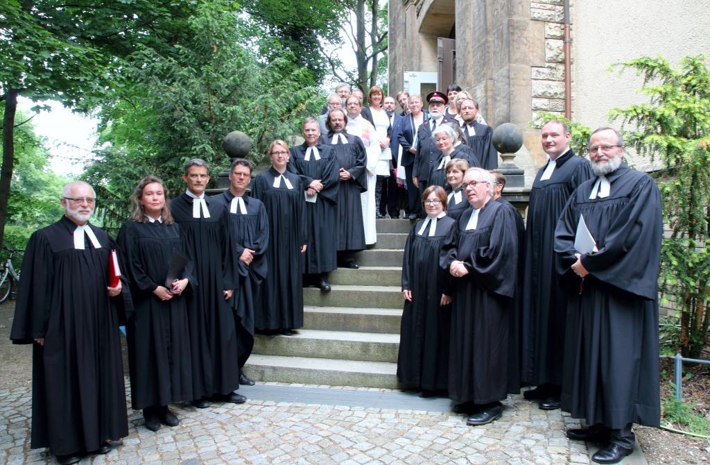 Pfarrer Haubold (links) mit Kollegen und Kirchenvorstand © A. Thieme
