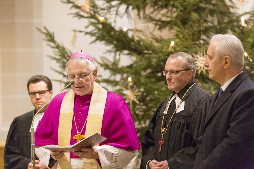 v.l.n.r.: Erzbischof Dietrich Brauer aus der Evangelisch-Lutherischen Kirche in Russland, der katholische Bischof Heinrich Timmerevers, Landesbischof Carsten Rentzing und Sachsens Ministerpräsident Stanislaw Tillich (CDU)