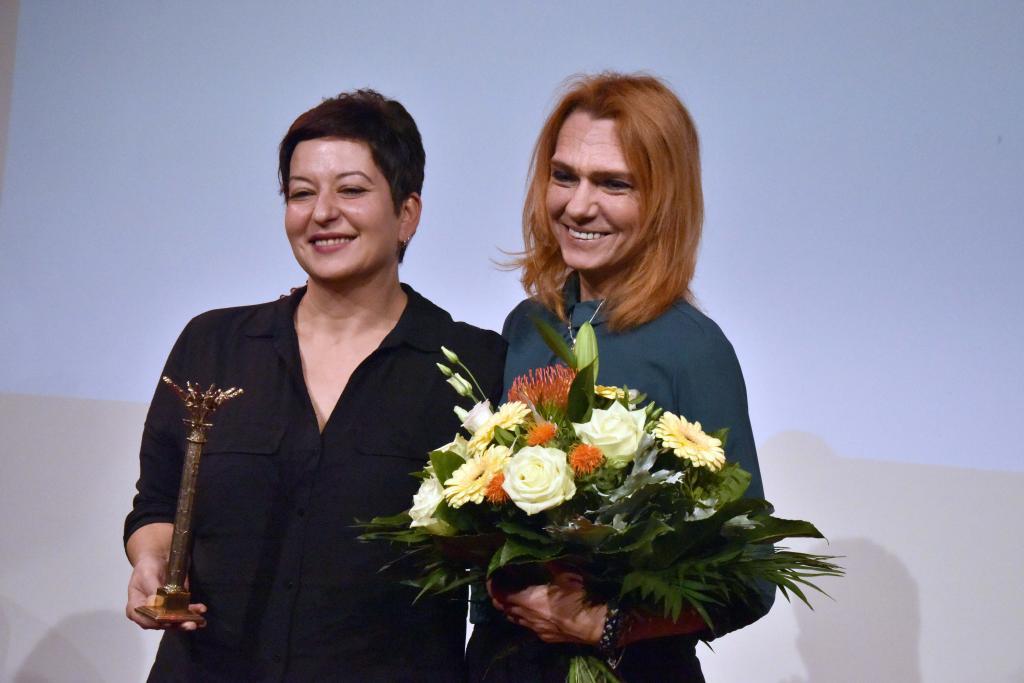 Ilkay Yücel, Schwester von Deniz Yücel und die türkische Schriftstellerin und Journalistin Asli Erdogan © Armin Kühne