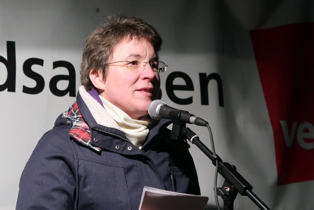 Britta Taddiken, Pfarrerin der Thomaskirche, sprach auf dem Waldplatz.