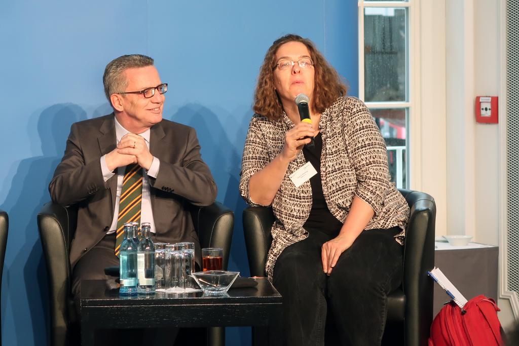 Thomas de Maizière mit Rabbinerin Gesa Ederberg