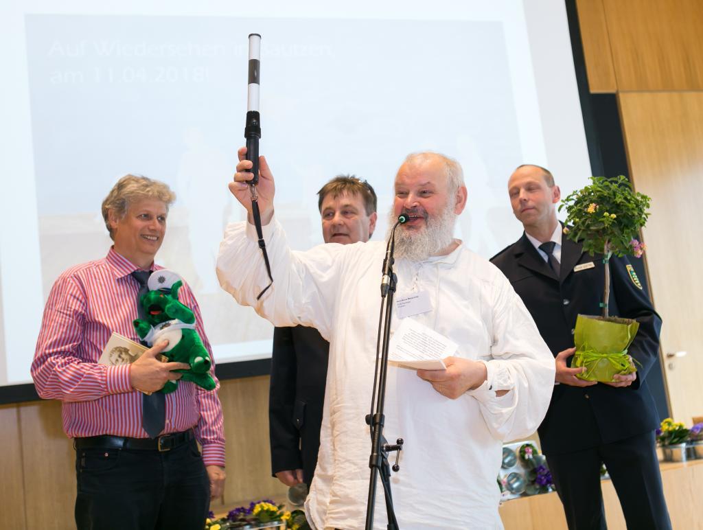 Karl-Heinz-Maischner mit Staffelstab