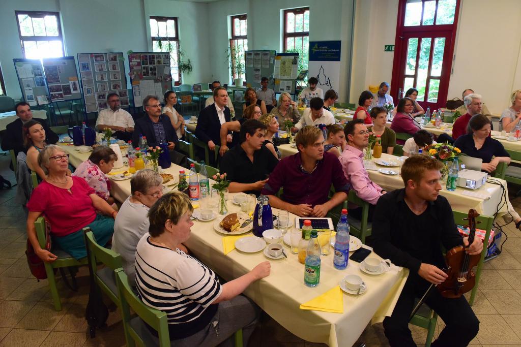 Teilnehmer im Gemeindesaal der Friedenskirche Gohlis © Wolfgang Zeyen