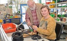 In der Werkstatt für behinderte Menschen in Rebesgrün kennt jeder Heinz Wüst und sein Rat ist nach wie vor gefragt, auch wenn er nun im Ruhestand ist. Foto: Silke Keller-Thoß