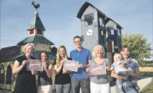 Postkartenaktion: Eltern des evangelischen Kindergartens Dresden-Leubnitz-Neuostra wollen mit Postkarten auf eine bessere Bezahlung ihrer Erzieher aufmerksam machen. Sie fordern faire Bezahlung wie beim Kaffee. Foto: Steffen Giersch