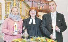 Taufe, Taufkerze, Taufstein, Kirche Otterwisch, Pfarrerin Susann Donner