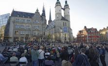 Ökumenisches Gedenken vor der Marktkirche Halle mit ökumenischem Gottesdienst am 14. Oktober ©epd-bild/Steffen Schellhorn