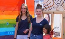 Mitmachaktion an der Malwand, verantwortet von evangelischen Schulen