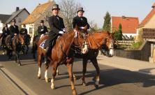 Auch evangelische Christen wie Wolfgang Graf (vorn l. und Joachim Bresan sind beim Osterreiten dabei.