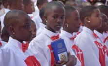 Teilnehmerinnen des Festgottesdienstes in Tansania vor wenigen Tagen – vor 125 Jahren kamen die ersten Missionare aus Sachsen und gründeten eine evangelisch-lutherische Gemeinde. © Lanzendorf/Missionswerk