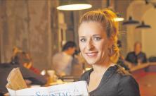 Die Sängerin und Moderatorin Stefanie Hertel versucht immer wieder                     <div class=