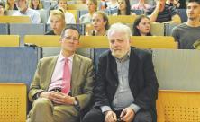 Beschäftigt sich nicht nur mit Stasi-Akten: Lutz Rathenow (r.) mit Professor Florian Steger vor wenigen Tagen im »Medizinisch Theoretischen Zentrum« Dresden                     <div class=