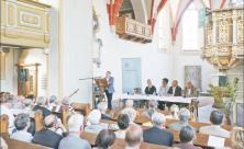 Mit List gegen die DDR-Umweltverschmutzung: Walter Christian Steinbach stellte in der Röthaer Kirche sein Buch »Eine Mark für Espenhain« vor. Foto: Jens-Paul Taubert
