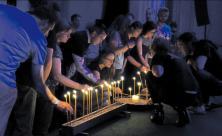 Beim Symposium zu Jugendkirchen in Deutschland gab es in der Leipziger Jugendkirche PAX einen Gottesdienst »Blaue Stunde«. Foto: Maik Kohlsdorf