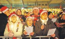Das traditionelle Weihnachtsliedersingen des 1. FC Union Berlin lockt jedes Jahr über 20 000 Menschen ins Stadion.  Foto: epd-bild / Rolf Zöllner