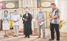 Beten für den Erhalt von Pödelwitz: Mitwirkende des Umweltgottesdienstes in der Kirche Pödelwitz (v. l.): Christine Müller                     <div class=