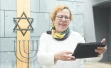 Ruth Röcher                     <div class=