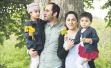 Glückliche Momente im neuen Leben in Deutschland: Familie Rezki aus dem syrischen Afrin (Mohammed und Brivan mit den Töchtern Deliana und Delvera) © Steffen Giersch