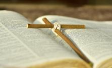 Bibel Passionszeit Kreuz