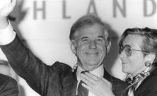 Kurt Biedenkopf mit seiner Frau Ingrid nach der gewonnenen Landtagswahl im Oktober 1990
