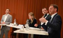 In der Kreuzkirche diskutierten (v. l.): Martin Dulig                     <div class=