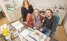 Die Macher des FamilienSONNTAGs (v.l.): Anja Haß gestaltet das Magazin                     <div class=