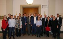 Oberbürgermeister Dirk Hilbert und Bürgermeisterin Dr. Kristin Klaudia Kaufmann (beide mittig)                     <div class=